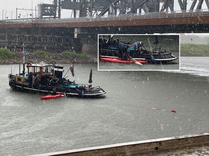 De reddingsactie op de IJssel bij Zutphen in beeld. Inzet: schaap, redder Tijs en de helpende hand van de sleepboot.