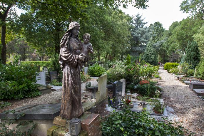 Begraafplaats St. Barbara aan de Prinsesselaan in Utrecht.