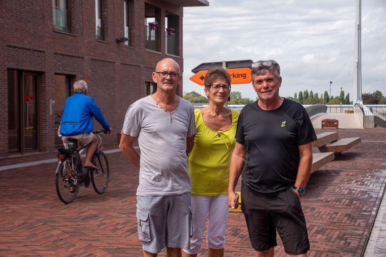 Rode Heuvel in Wetteren is voetgangers- en fietserszone. Bewoners Yvan, Rita en Dennis klagen over overlast van bromfietsers.