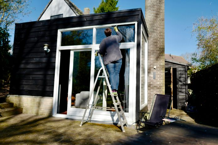 Voor klusjes en renovaties in huis laat de Belg wel weer geld rollen. Er is toch niet veel anders te doen.