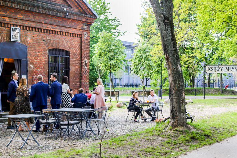 Een van de koffiebarretjes in stadspark Friest Mill. Beeld Julia Nolet