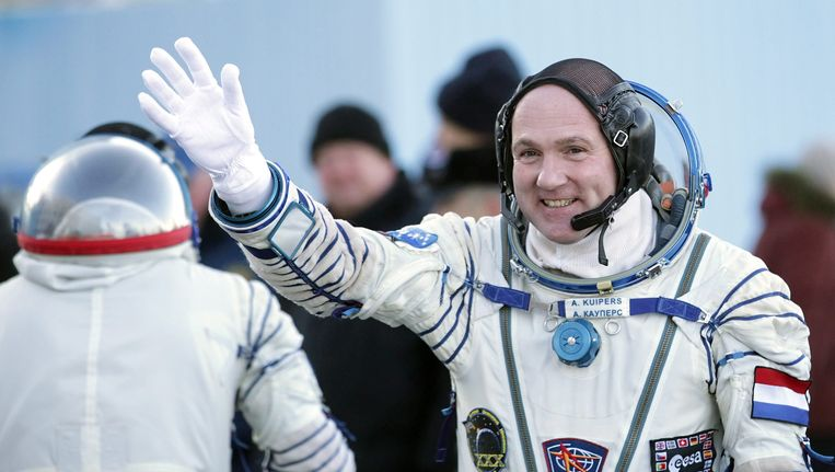 André Kuipers doet ook even het licht uit in het internationale ruimtestation ISS. Beeld EPA