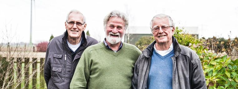 Wim Sepers (links), Rob Ravesteijn (midden) en Tjeerd van Weering zijn kritisch: 'Het is de wereld op z'n kop: burgers zouden moeten regeren via de volksvertegenwoordiging, maar hier maken ambtenaren de dienst uit.' Beeld null