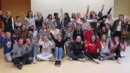 Leerlingen en leerkrachten Sint-Bernarduscollege samen op theaterbühne