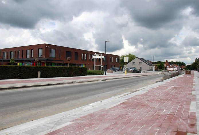 Er ligt sinds kort een gloednieuw fietspad ter hoogte van de school in Wildenburg