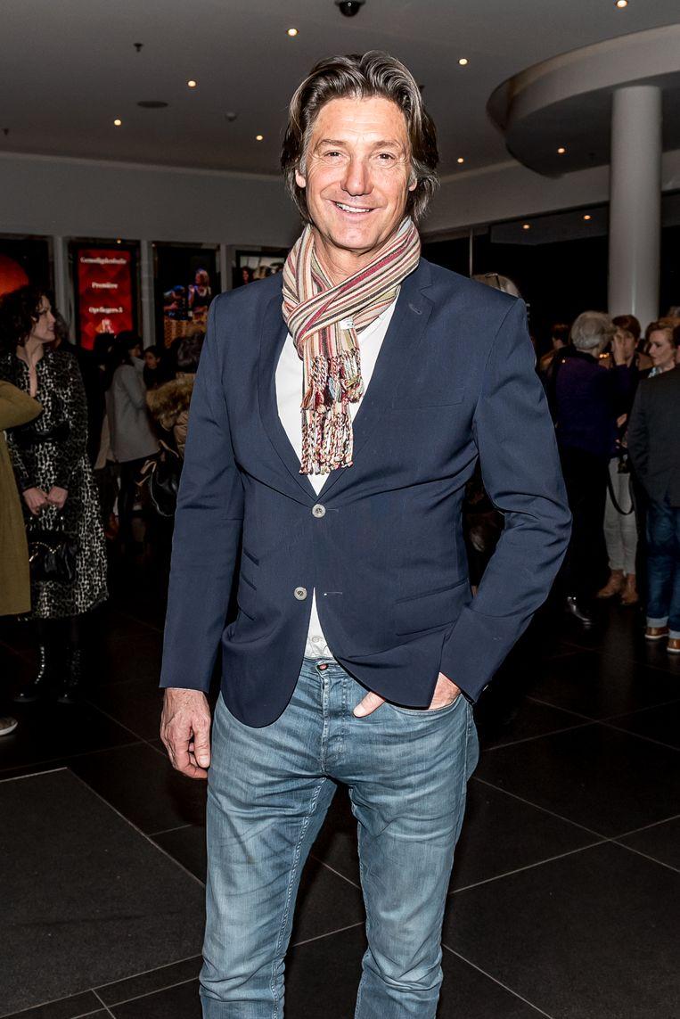 Rick Engelkes tijdens de inloop bij de premiere Opvliegers 5 in DeLaMar theater in Amsterdam.  Beeld Hollandse Hoogte / Patrick Harderwijk