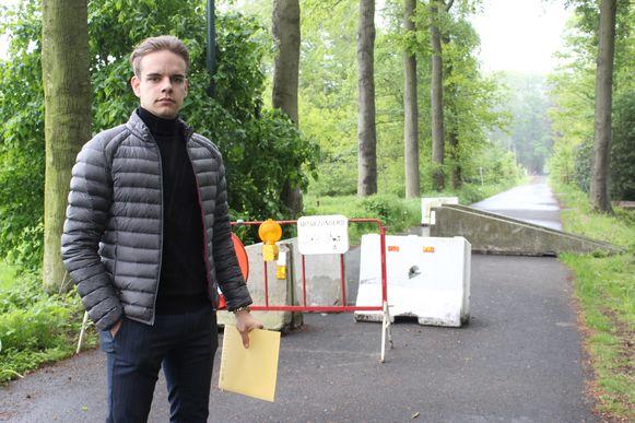 Jakob De Neve aan de blokken in de Oude Gentweg in Aalter. Hij startte de online petitie op.