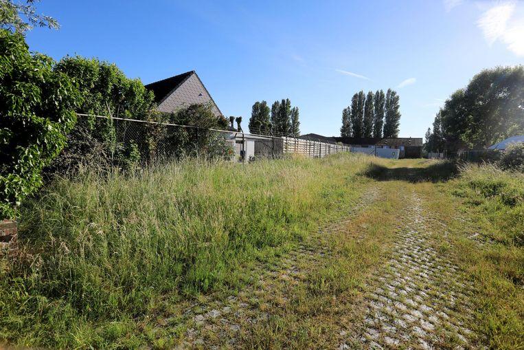 De oude militaire site bij de Stationsstraat waar het paintball- en airsoftcomplex zou komen.
