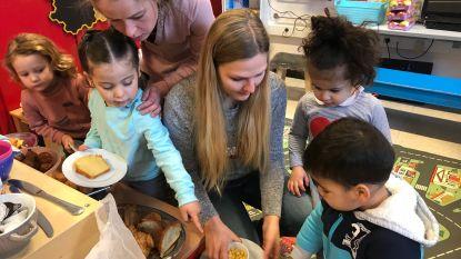 DvM-kleuters ontbijten samen met de juffen en de ouders in de klas