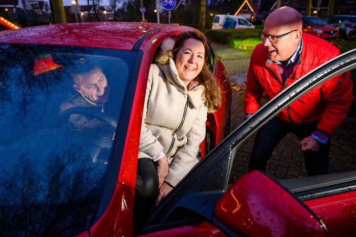 Elmar & Nadia werden verrast met een nieuwe auto.