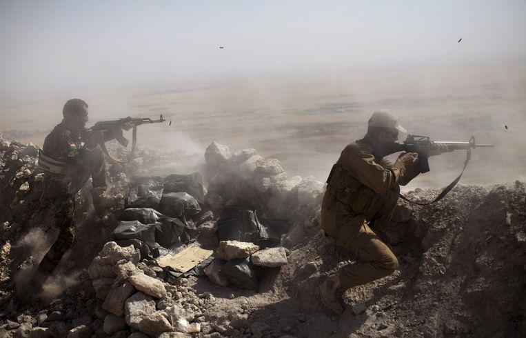Koerdische Peshmerga-strijders in Mount Zardak, op 25 kilometer ten oosten van de Iraakse stad Mosul. Beeld afp
