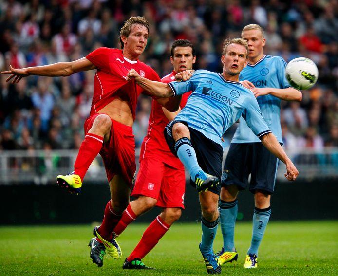 Luuk de Jong (l) in duel met Siem tijdens Ajax-FC Twente om de Johan Cruijff Schaal in 2011.