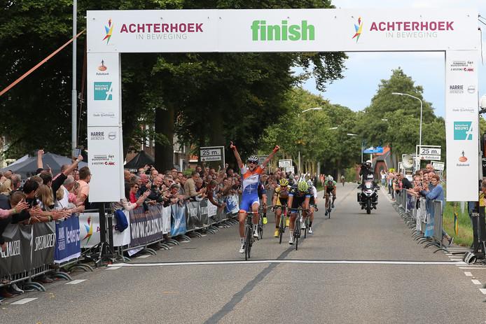 Wim Kleiman wint in de Ronde van de Achterhoek in 2017.