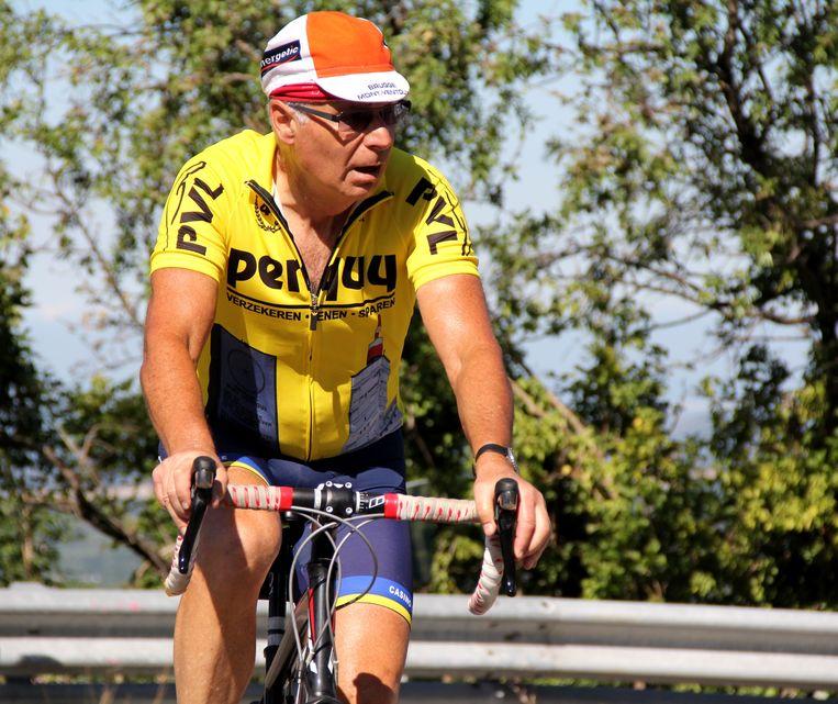 Roland Hurtecant in volle actie op de fiets.
