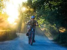 Gio (9) fietst héél veel rondjes door safaripark Beekse Bergen om cheeta's te redden