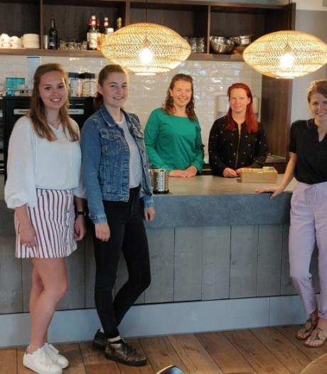 Met een maatje wordt de drempel van het Stan-Café in Moergestel al lager