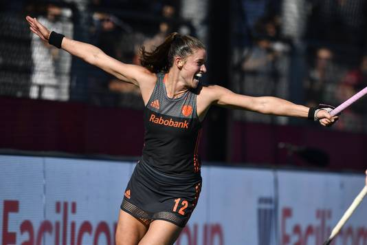 Lidewij Welten viert haar bevrijdende 0-2.