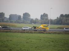 Een gewonde bij botsing op A59 bij Waalwijk: twee voertuigen beschadigd