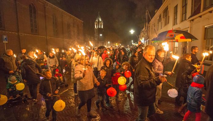 Lampionnen optocht Tholen net gestart vanaf de markt.