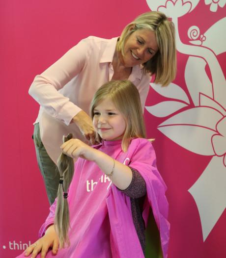 Tilly (8) laat haar paardenstaart knippen voor Think-Pink