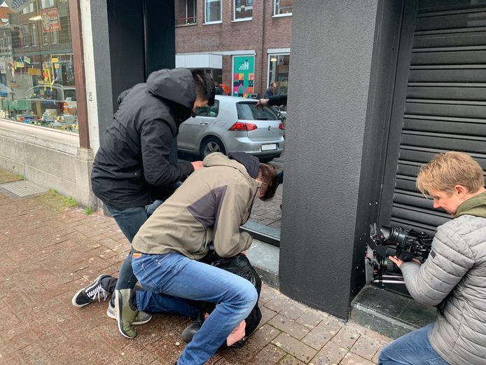 De reconstructie van de vechtpartij op de Haagdijk van afgelopen december. Een 32-jarig slachtoffer raakte zwaargewond.