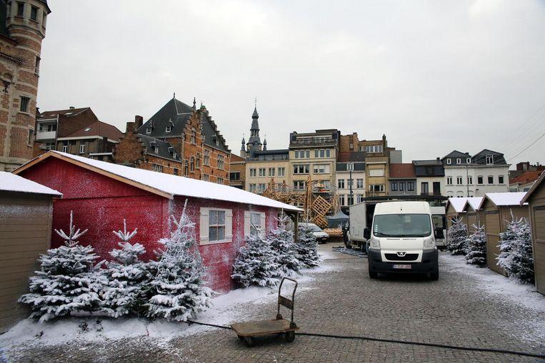 De kerstmarkt op Schouwburgplein staat al klaar.