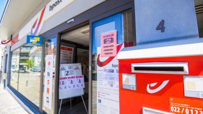 Postbode onderschept brieven met nieuwe kredietkaarten en haalt geld af: 30 maanden celstraf
