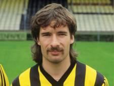 Raymond de Vries nam de corners bij Vitesse met buitenkant voet