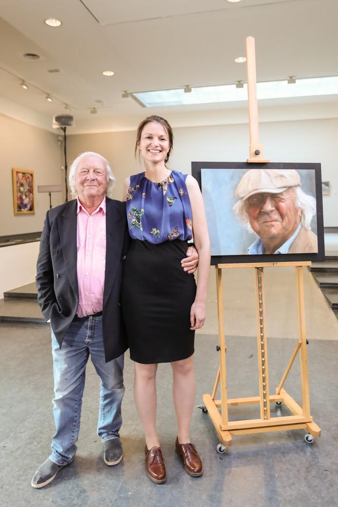 Sterren op het Doek, Kim van den Enden uit Dordrecht samen met Aart Staartjes en  het portret dat ze van hem schilderde. Hij koos dit doek uit drie werken.