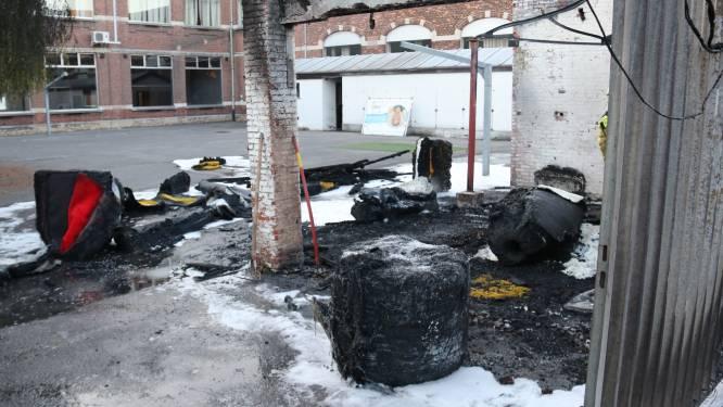 """Jongere die """"per ongeluk"""" berging Atheneum in vlammen doet opgaan krijgt 18 maanden cel"""