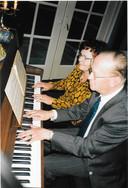 Kees en Hannelore Kamerbeek spelen quatre-mains, ca. 2005.