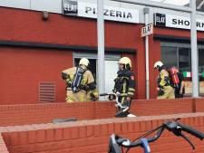 Winkelcentrum in Hengelo kort ontruimd na brand in frituur van shoarmazaak