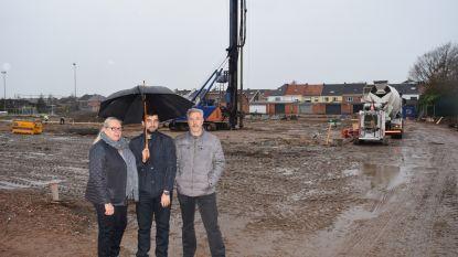 Eerste spadesteek vormt startschot voor bouw gemeentelijke sporthal