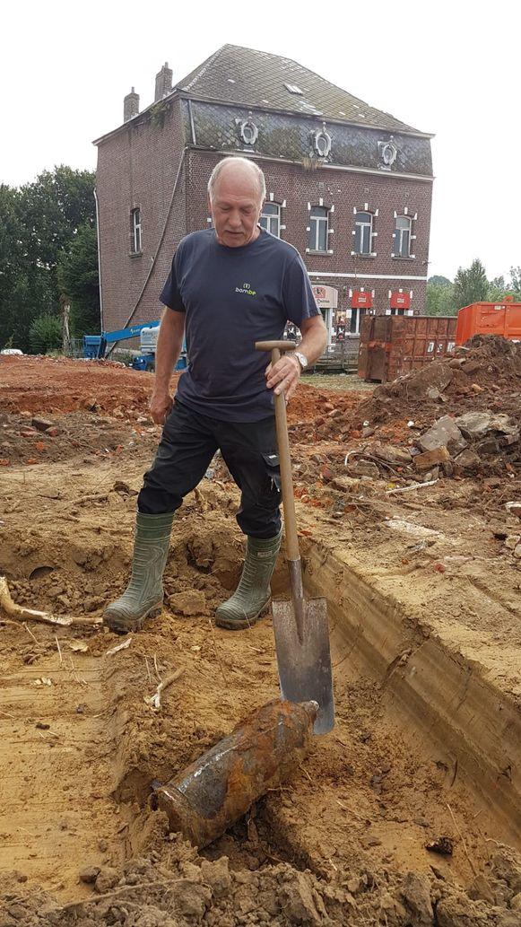 Opvallende ontdekking aan het Hof ter Smissen: projectontwikkelaar WOENST vond twee obussen in de grond.