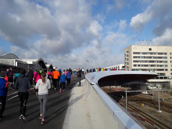 Hardlopen op de busbrug in Zwolle.