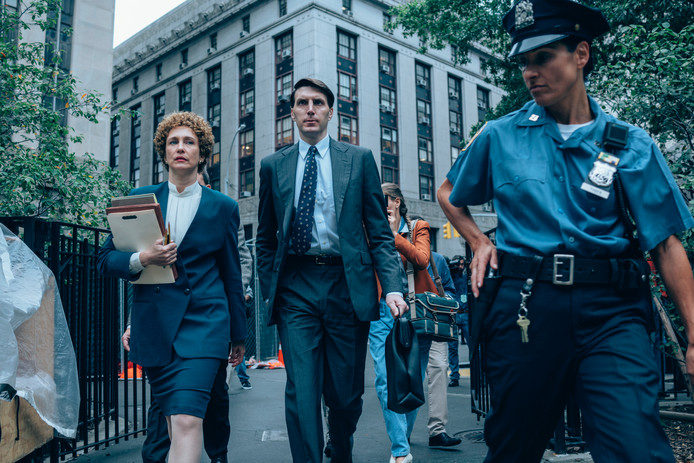 Een beeld uit When They See Us, met Vera Farmiga als Elizabeth Lederer (links).