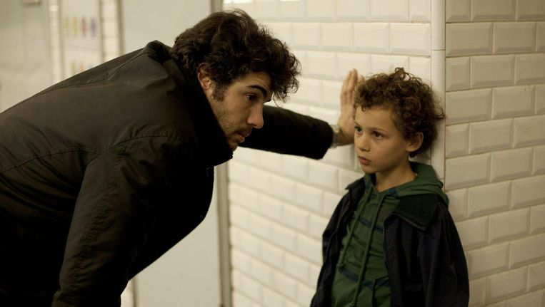 Tahar Rahim and Elyes Aguis als vader en zoon in Le passé. Beeld null