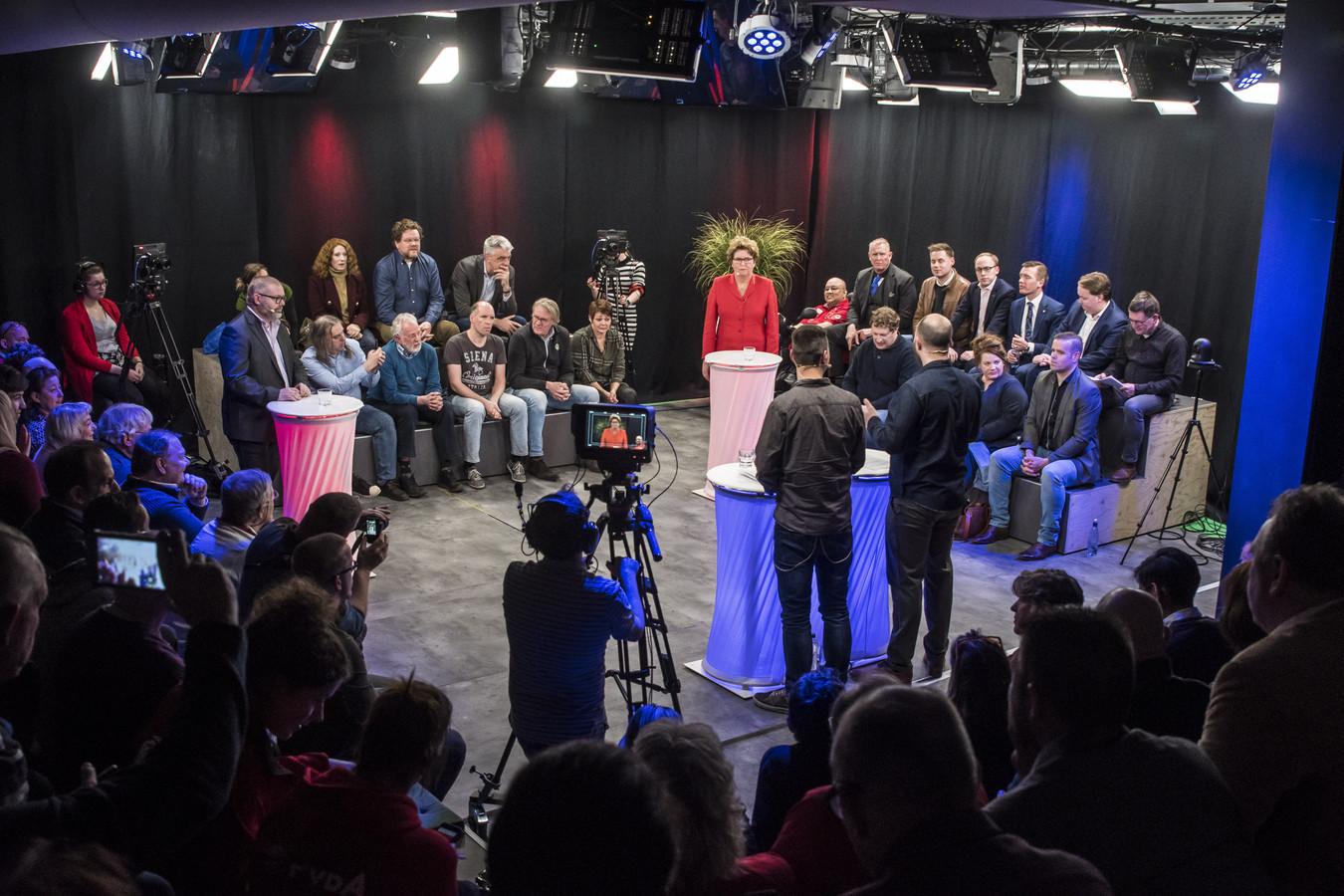 Slotdebat Ik teken voor 80! met 14 lijsttrekkers in het Balengebouw in Enschede, voor de gemeenteraadsverkiezingen van 2018.