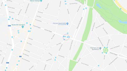 Auto belandt tegen stelling in Schaarbeek