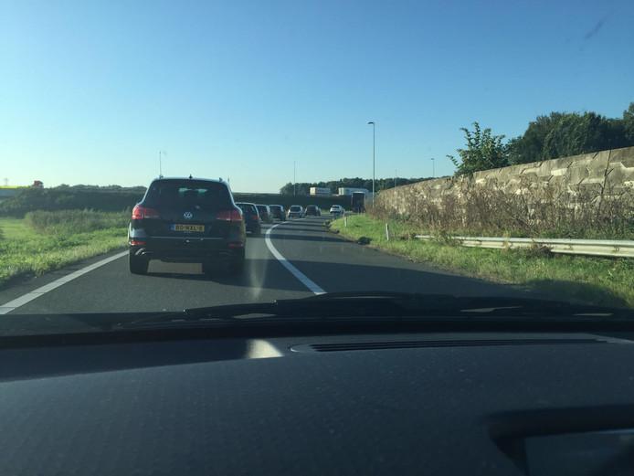 Automobilisten moeten rekening houden met een korte file op de A59 bij Den Bosch.