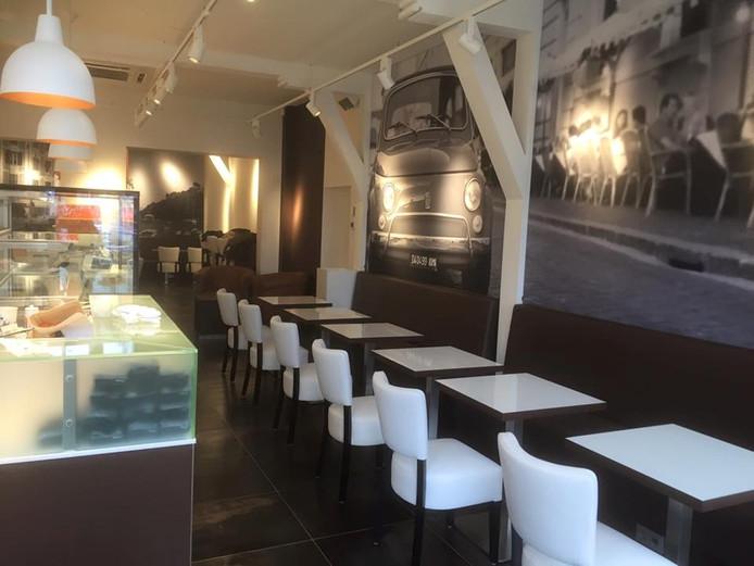 Het interieur van de nieuwe Doppio Espresso in Den Bosch