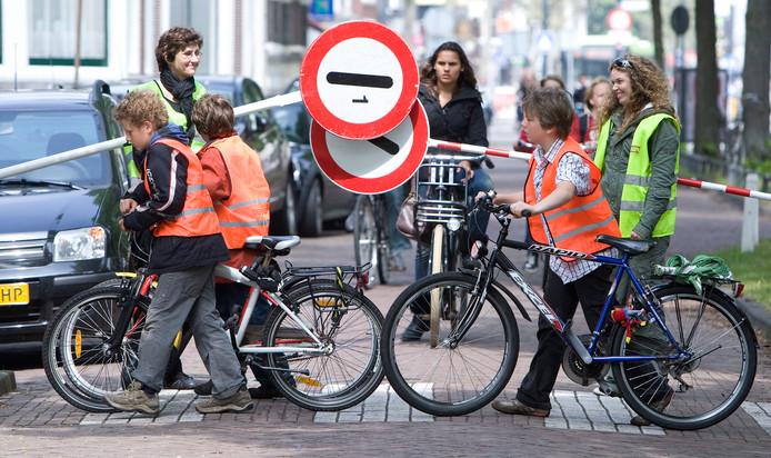 Als het aan Veilig Verkeer Nederland ligt, gaan vrachtwagens schoolroutes voortaan mijden.
