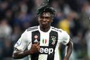Moise Kean juicht na een goal namens Juventus.