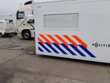 Inval bij veevoederbedrijf in Baarle-Nassau om illegaal vermengen van afval: vier vrachtwagens in beslag genomen