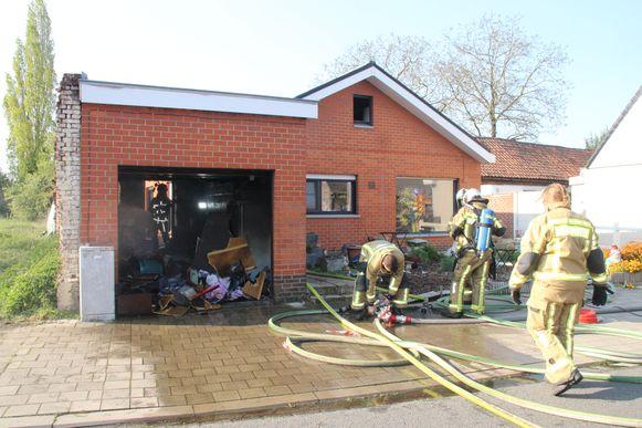 In de woning van Anouschka L. in Wakken brak donderdag brand uit, terwijl haar 12-jarige zoon en 13-jarige dochter alleen thuis waren.