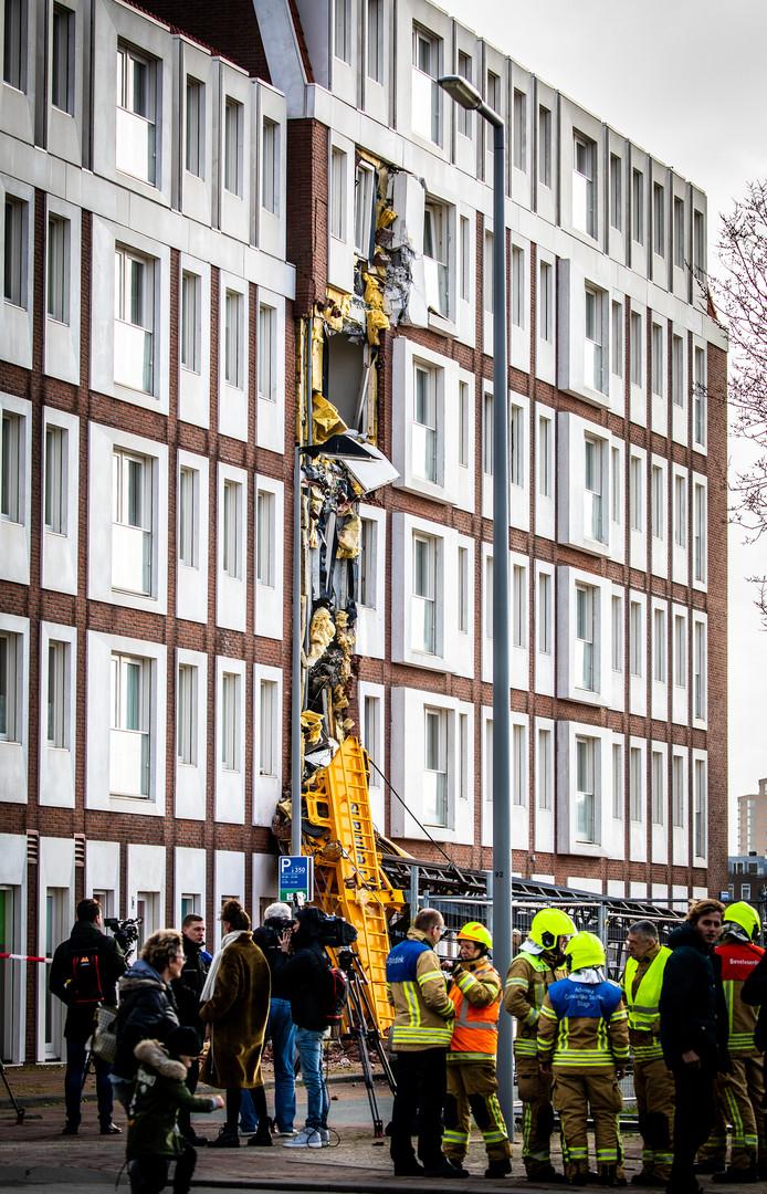 De heistelling die tegen woningen aan de Sumatraweg op Katendrecht viel, kan nog steeds niet worden verwijderd.