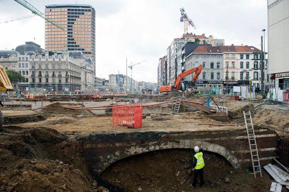 Archeologen zijn bezig met het uitgraven van de Kipdorpbrug.