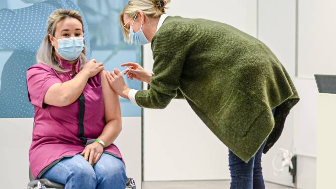 Meetjesland krijgt meerdere vaccinatiedorpen: Eeklonaar verrassend niet naar AZ Alma, De Crem wil het zelfs in 72 uur fixen