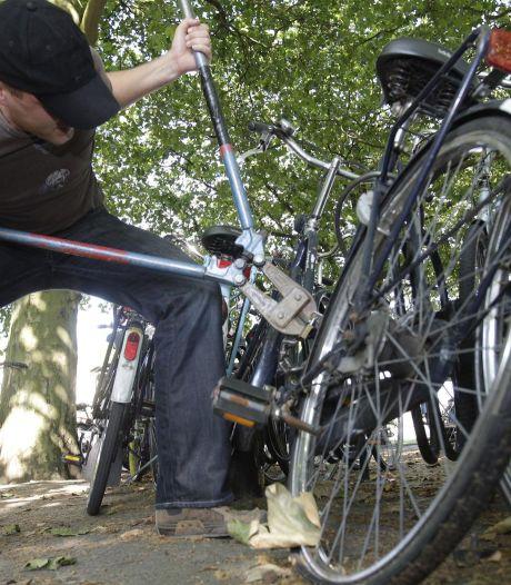 Trio steelt zeker acht fietsen en wordt in Apeldoorn op heterdaad betrapt