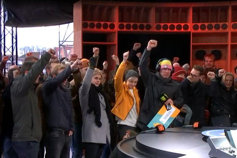 Familie en vrienden maakten in de 'Warmste Week'-studio in Kortrijk een vuist tegen donkere gedachten.